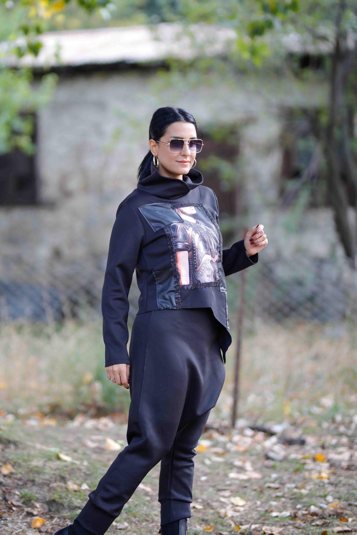 Simetrik Kesim Taş İşlemeli Siyah Bluz