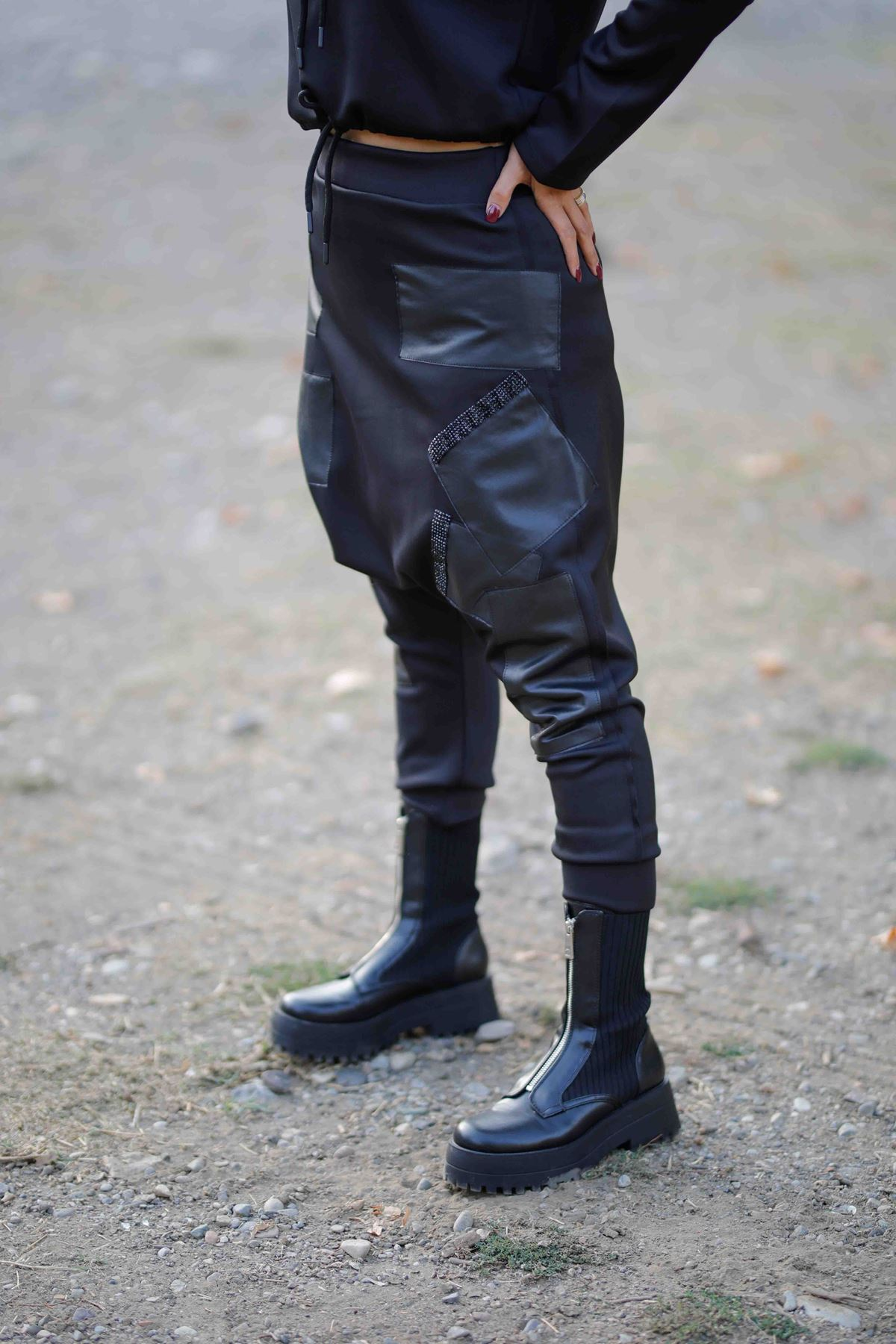 Deri Detaylı Şalvar Pantolon