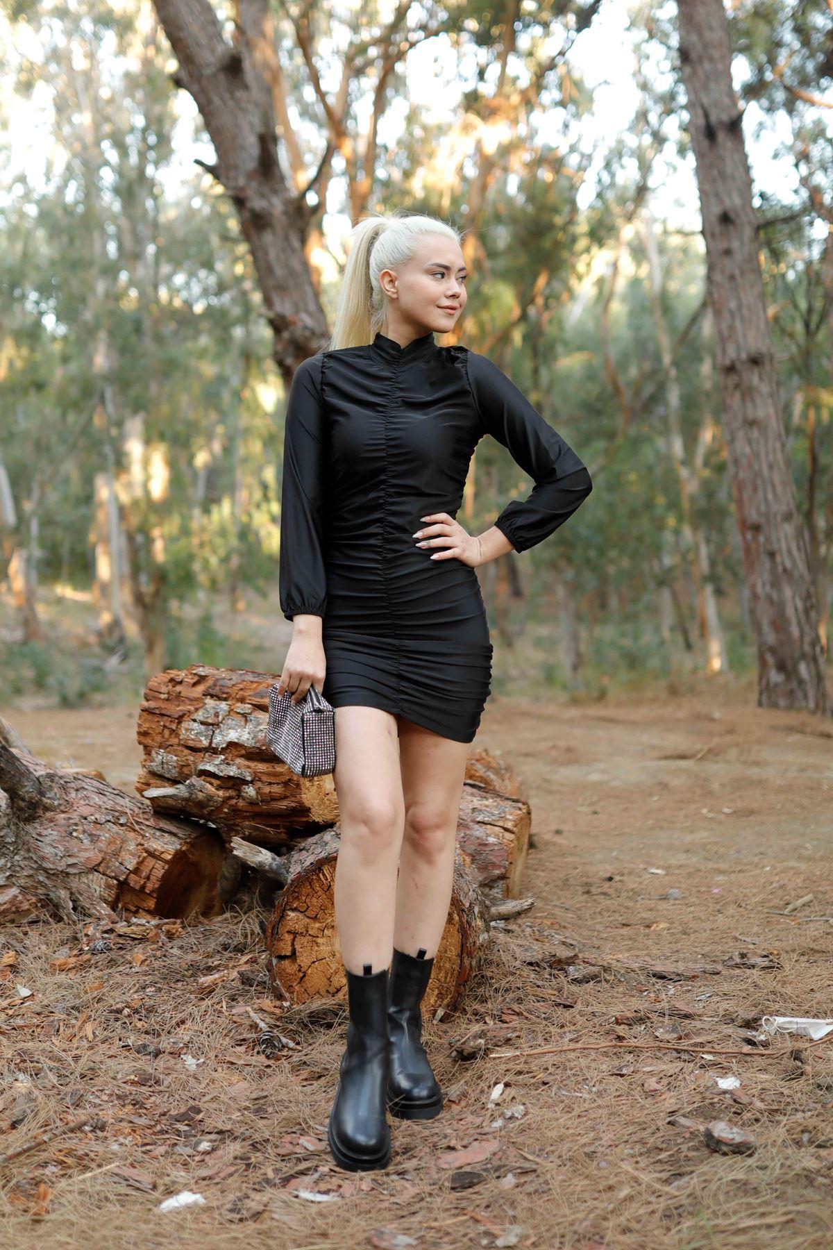 Siyah Boğazlı Büzgülü Likralı Mini Elbise