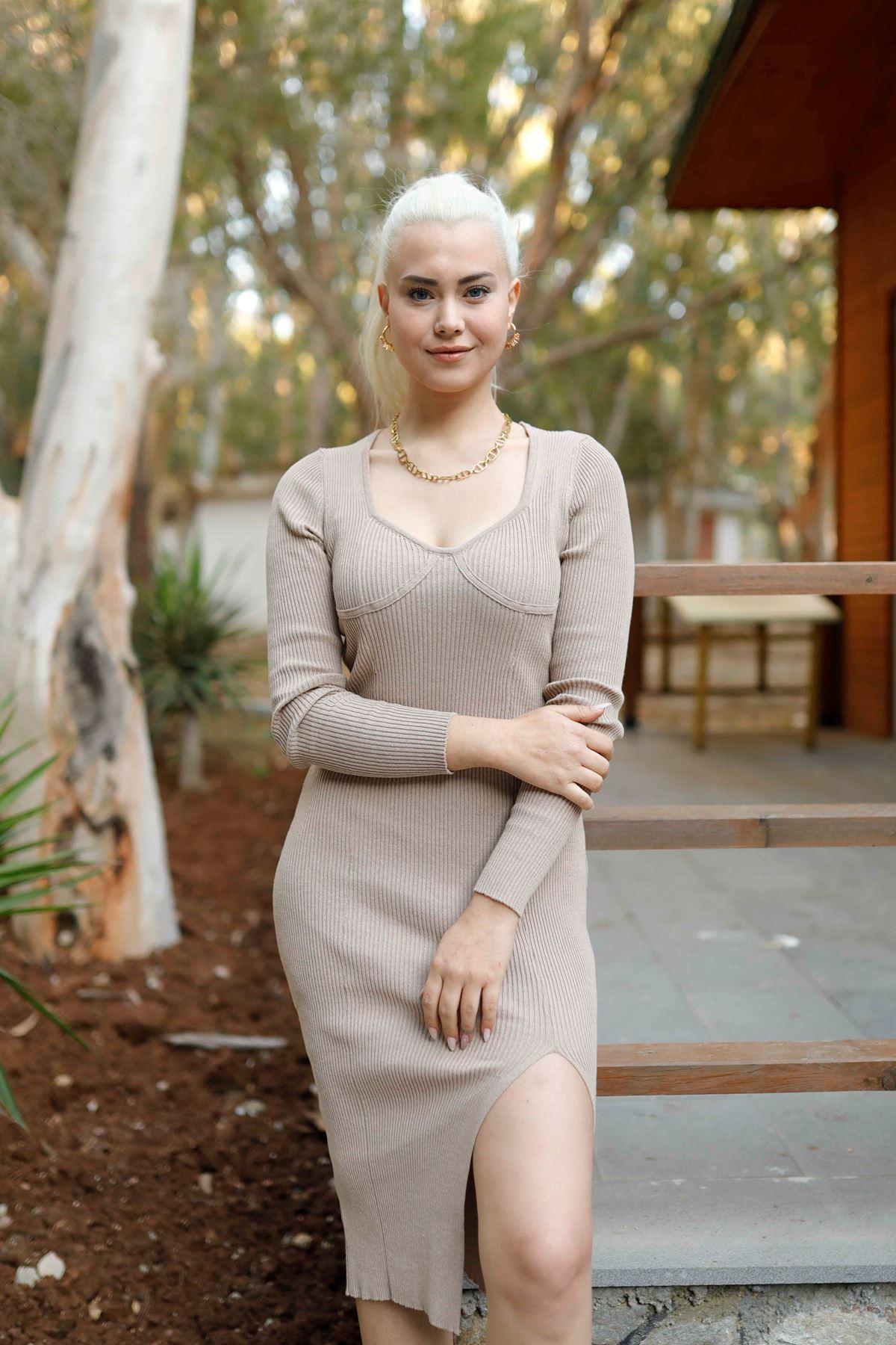 Bej Öpücük Yaka Triko Elbise