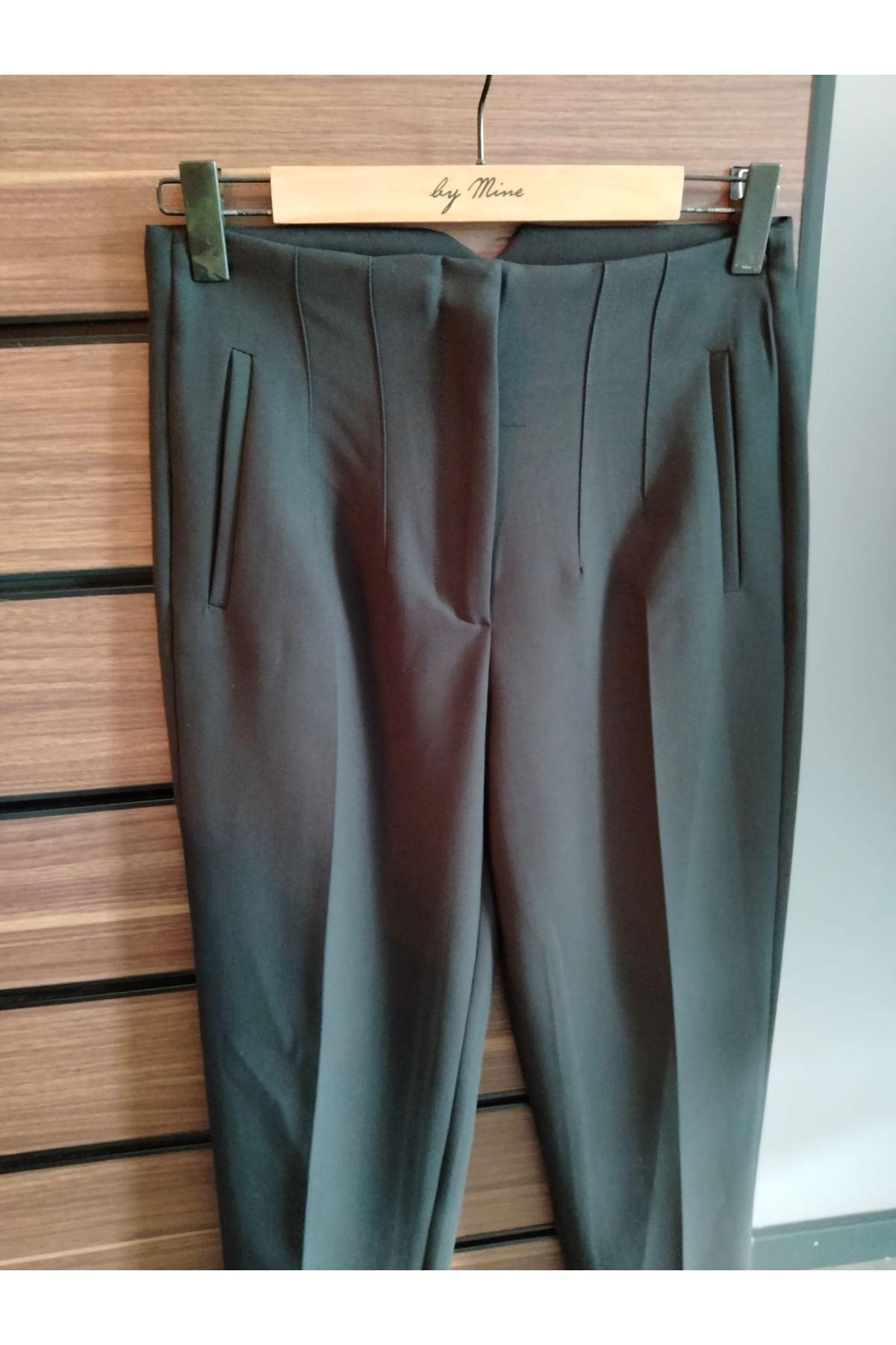 Siyah Önü Pensli Kumaş Pantolon