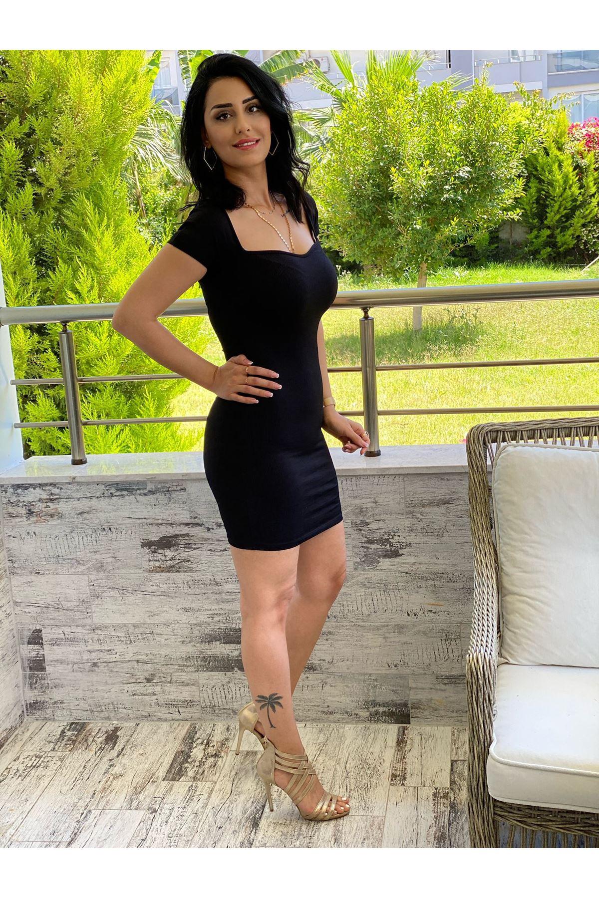 Siyah Kalp Yaka  Elbise
